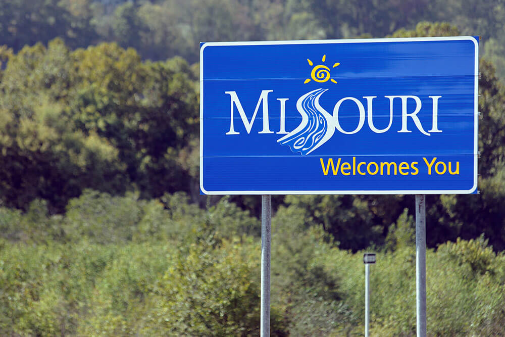 Missouri welcomes you sign entering Missouri state line